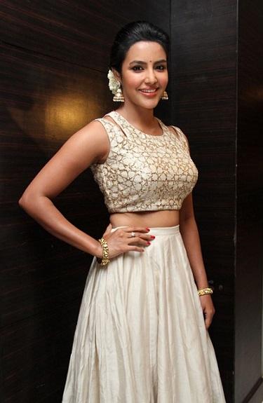 actress-priya-anand-stills-001