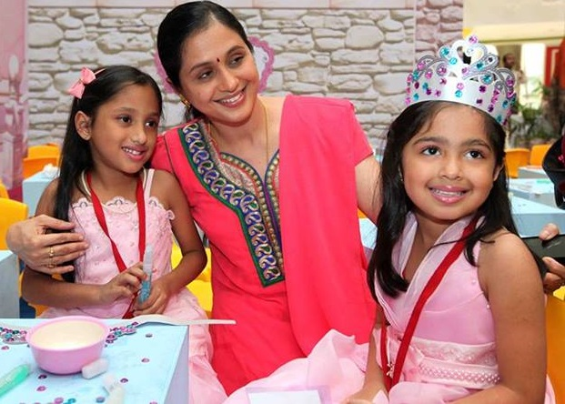 Devayani with daughters